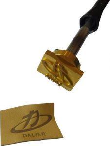 Marque à chaud de logo sur cuir